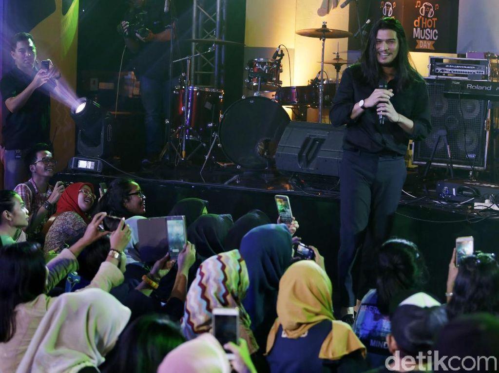 Ganjar Pranowo Tiba saat Aksi Virzha di Panggung dHOT Music Day 2018