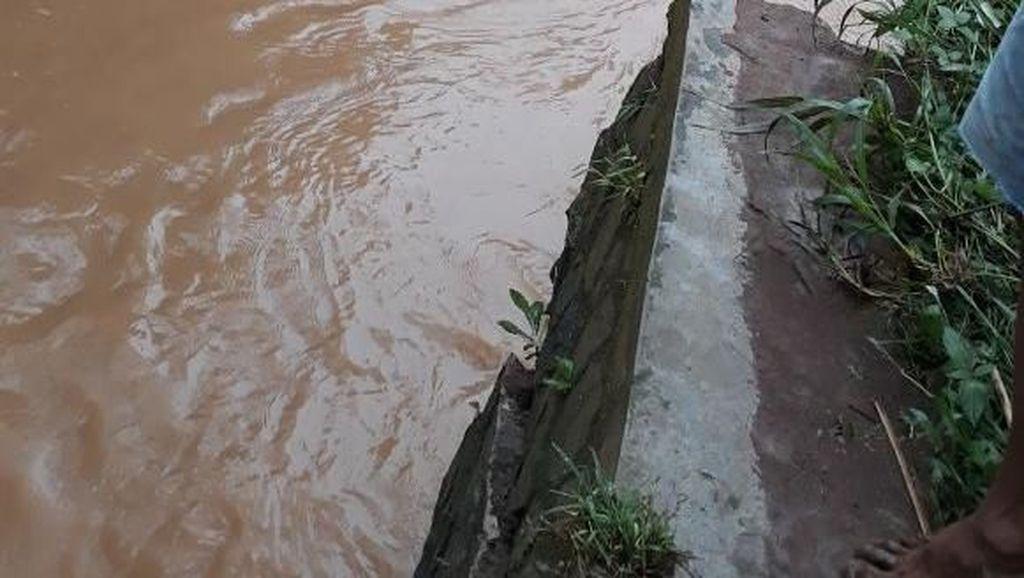 Cingised Banjir, Pemkot Upayakan Perbaikan Tanggul Selesai Hari Ini