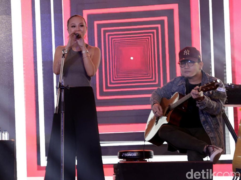 Angela Vero Konsisten Buat Lagu Berpesan Positif