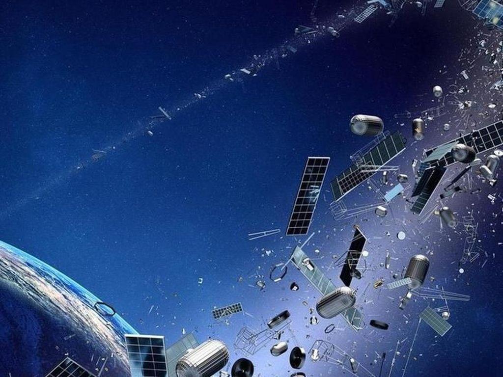 Sampah Antariksa Satelit Rusia dan Roket China Nyaris Tabrakan