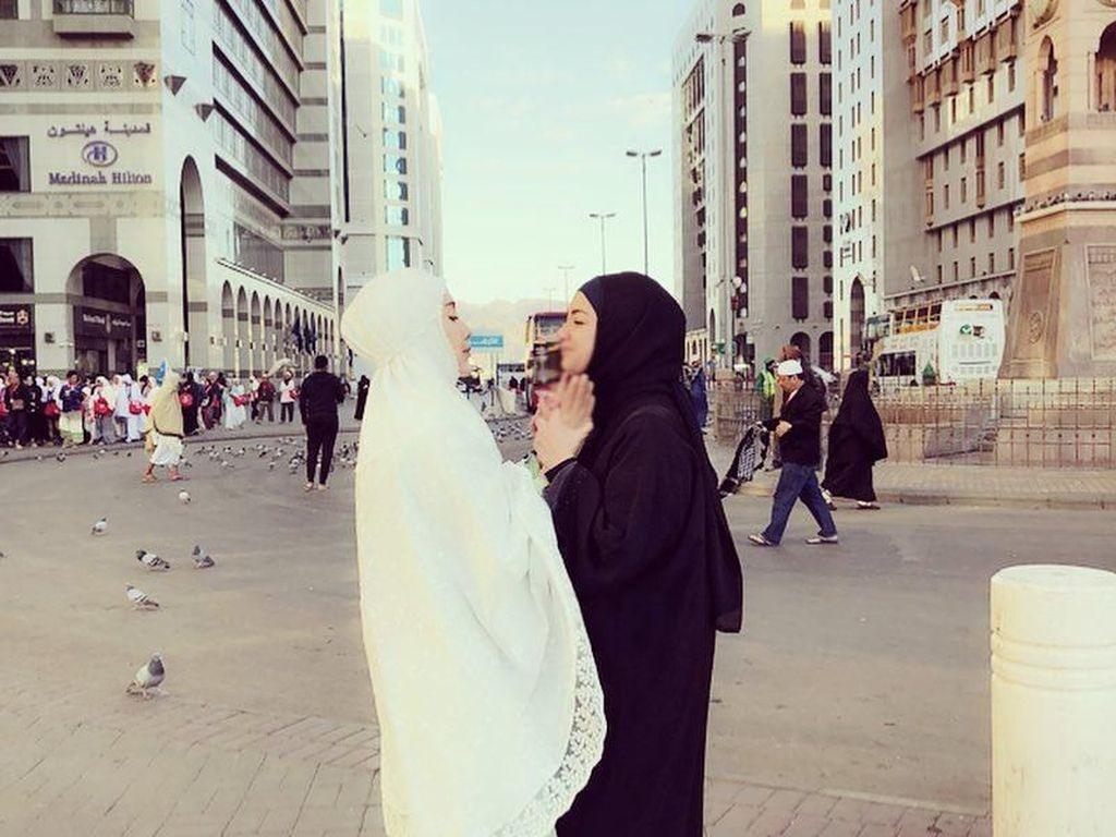 Foto: 8 Gaya Hijab Minimalis Ala Tia Ivanka