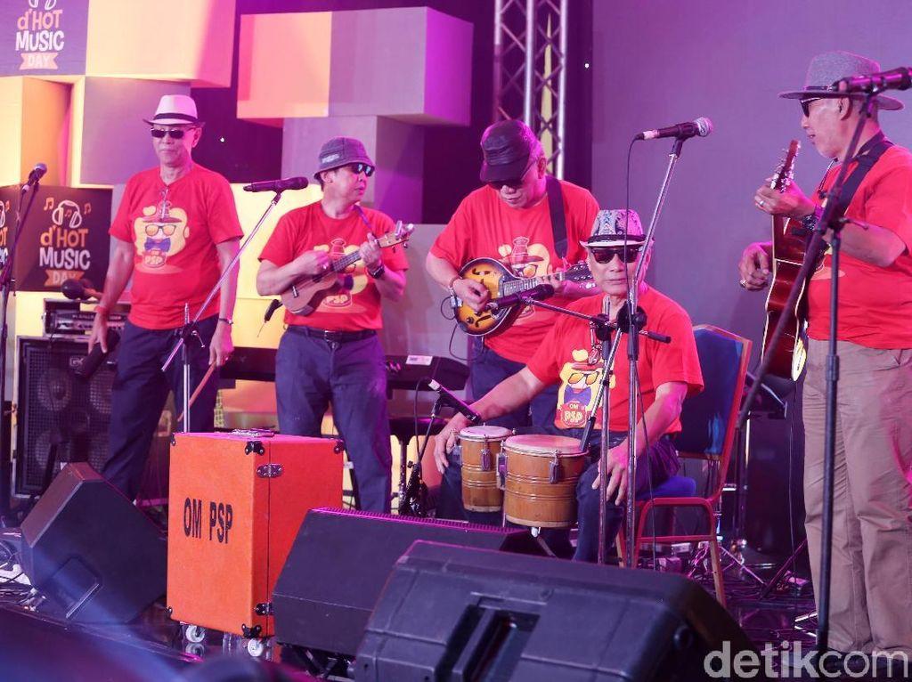 Dangdut-an Bareng Grup OM PSP di Panggung dHOT Music Day 2018
