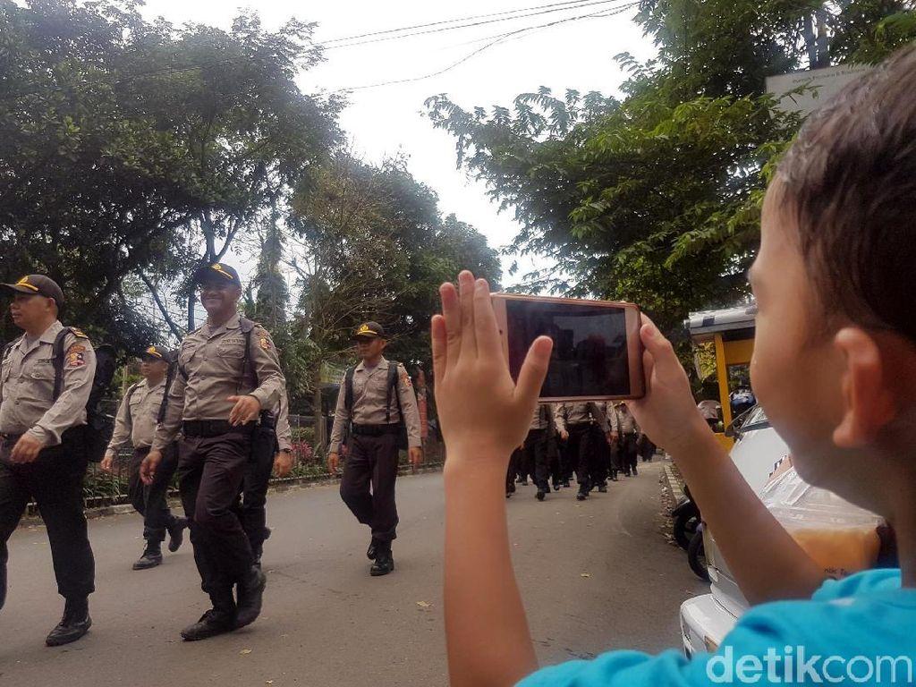 Kirab 1.300 Siswa Setukpa Hibur Warga Kota Sukabumi