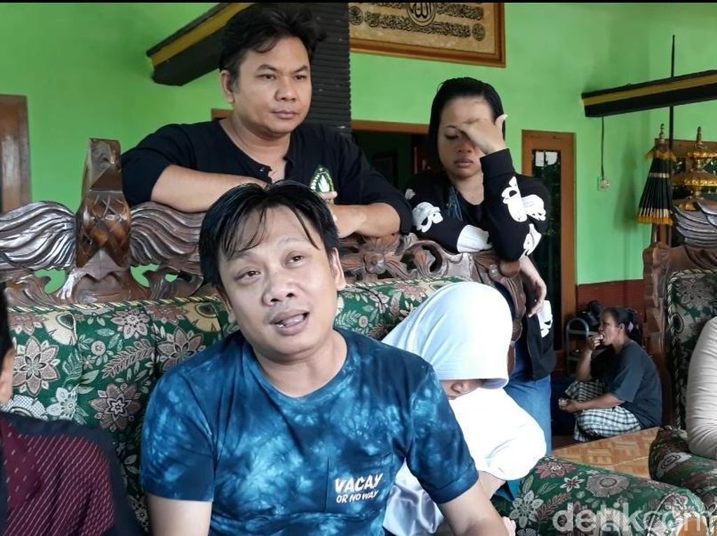 Tiba di Ngawi, Pelawak Cak Yudo Disambut Ritual Jenang Sengkolo