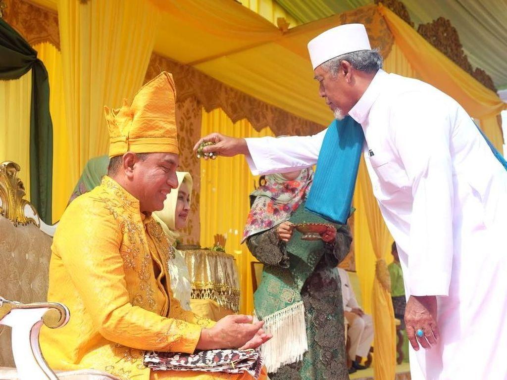 Sultan di Sumut Tepung Tawari Cagub Edy Rahmayadi