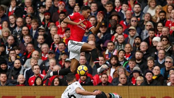2 Tembakan Berbuah 2 Gol dan Data & Fakta Menarik Lainnya dari MU vs Liverpool