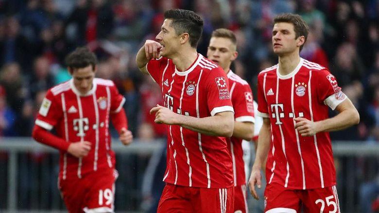Lewandowski Hat-trick, Bayern Hancurkan Hamburg 6-0