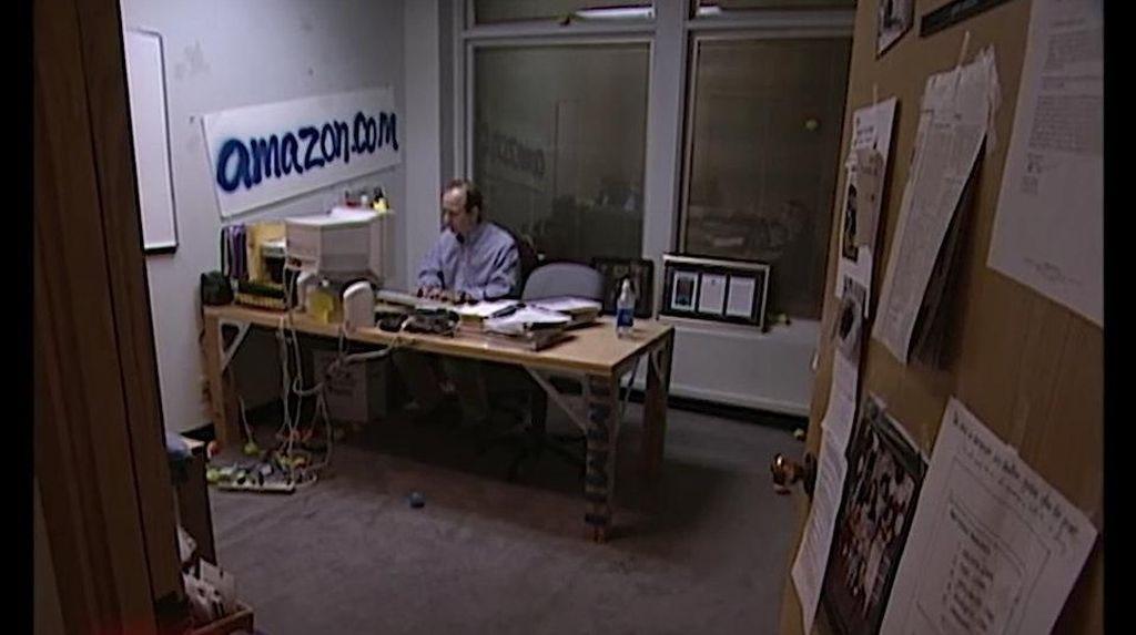 Ini Meja Buluk Orang Terkaya Dunia Saat Memulai Karir
