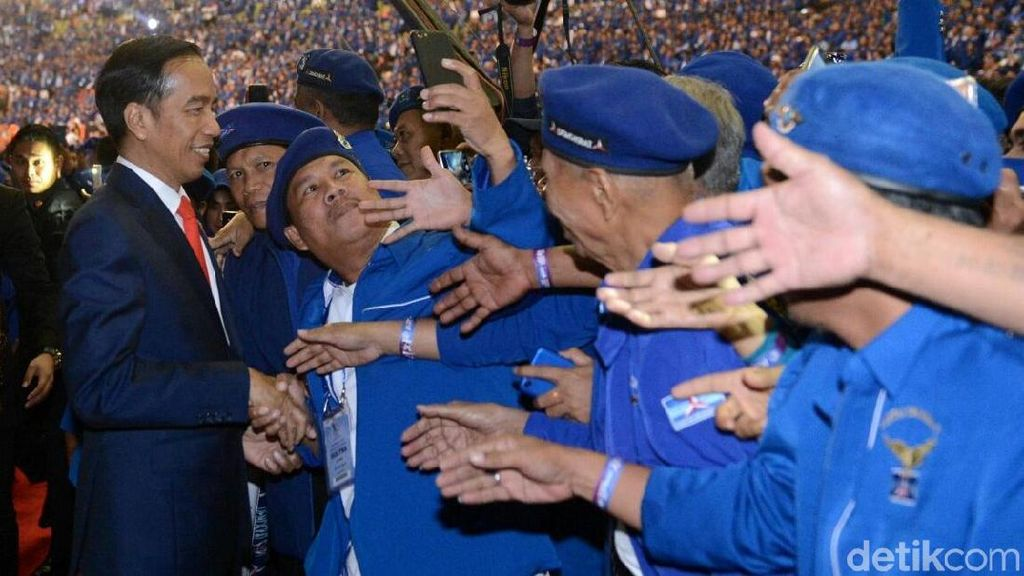 Sambutan Meriah Kader Demokrat untuk Jokowi