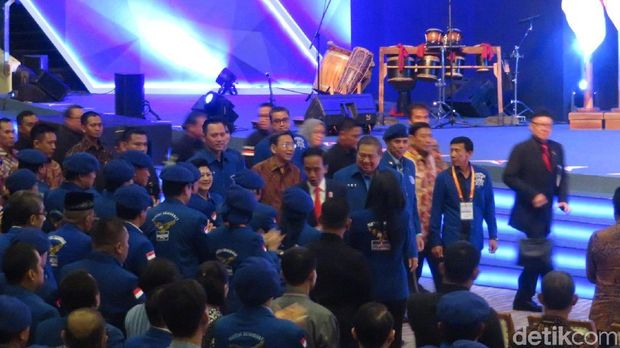 Jokowi dan SBY di Rapimnas Demokrat /