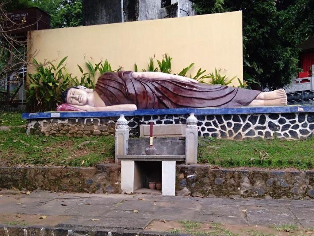 Tahu Nggak Ada Patung Buddha Tidur di Semarang?