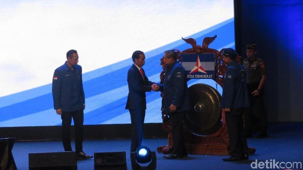 Foto: Melihat Kembali Momen Mesra SBY-AHY dengan Jokowi