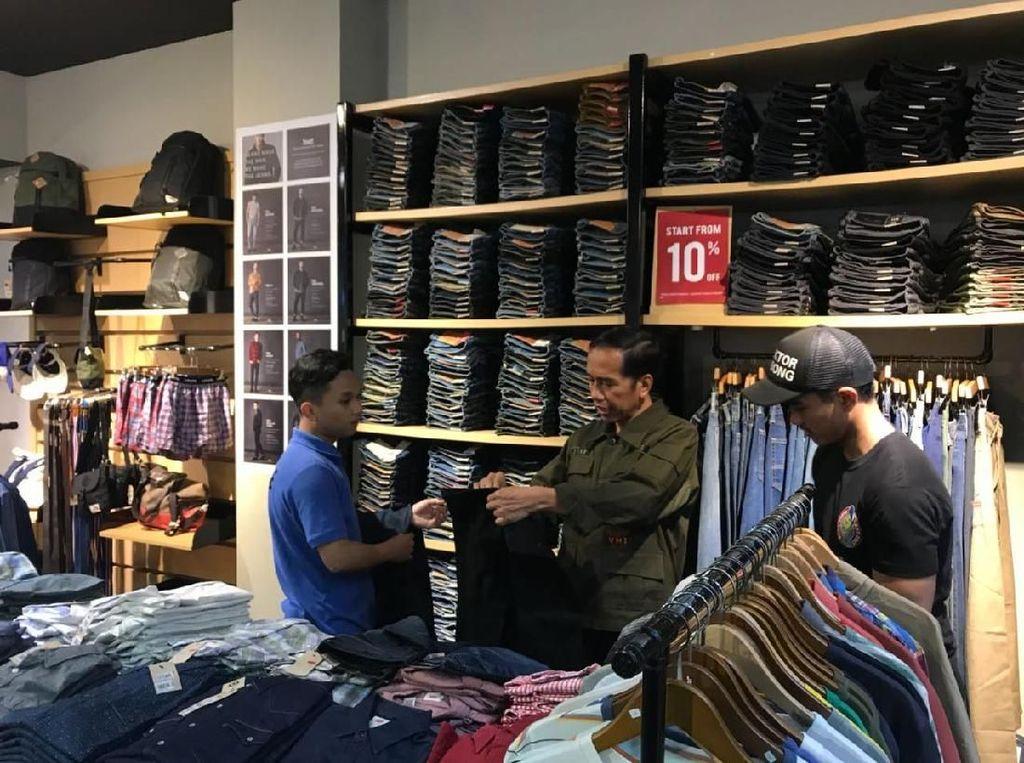 Malam Minggu di Cibinong, Jokowi Ajak Kaesang Beli Celana di Mal