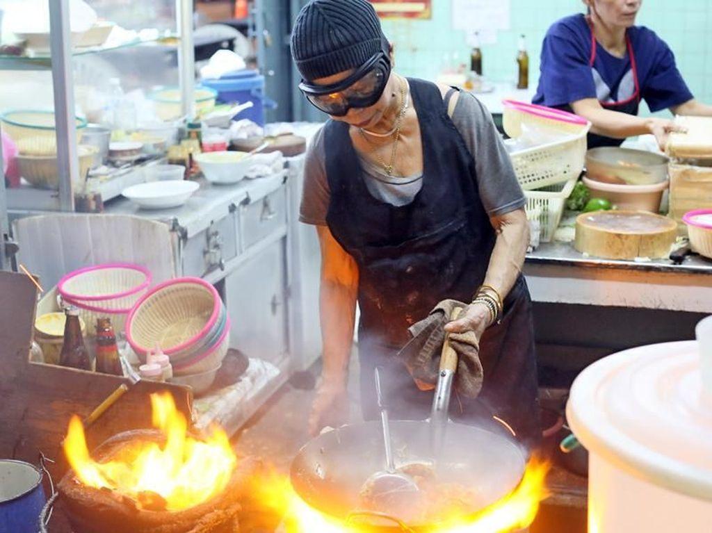 Ini Raan Jay Fai, Penjual Crab Omelette di Bangkok yang Dapat Bintang Michelin