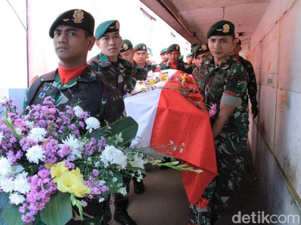 Haru Pemakaman Pratu Randi Korban Tank Maut di Sungai Bogowonto