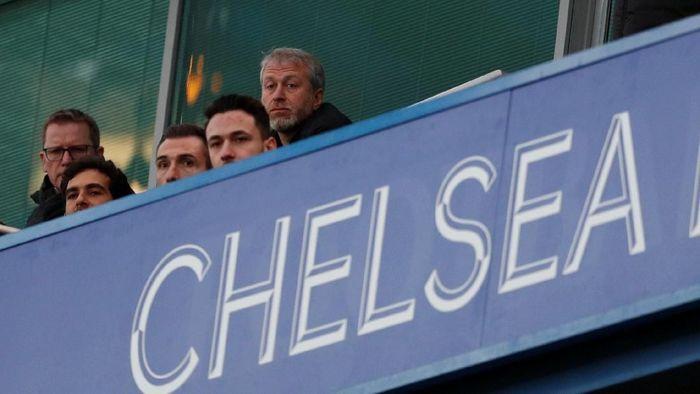 Roman Abramovich tak menyaksikan Chelsea sepanjang musim ini. (Foto: John Sibley/Action Images via Reuters)