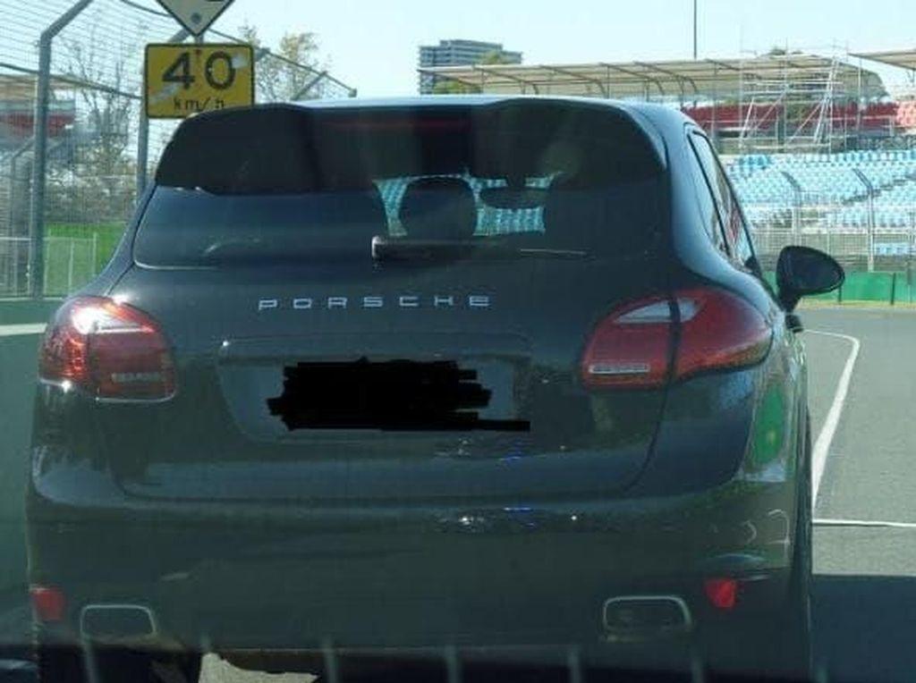 Baru Nyetir 10 Menit Setelah Beli, Pemilik Porsche Ditilang