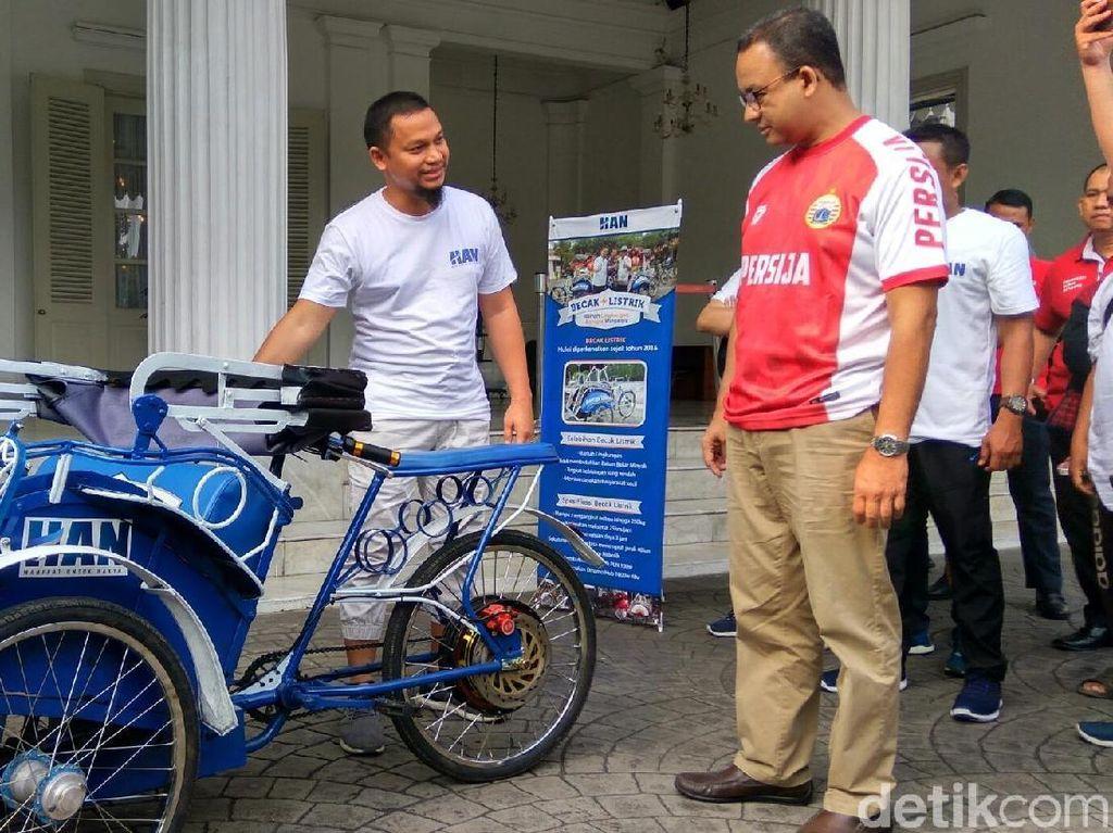 Gubernur Anies Ikhtiarkan Becak Beroperasi di Ibu Kota