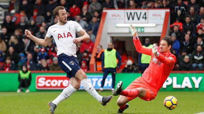 Cedera Kane berawal ketika ia berusaha meneruskan bola hasil operan Christian Eriksen ke depan gawang Bournemouth. (Foto: Matthew Childs/Action Images via Reuters)