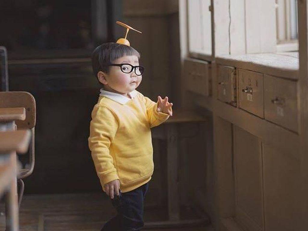 Pose Ala Nobita, Balita Jepang Ini Gemasnya Kebangetan