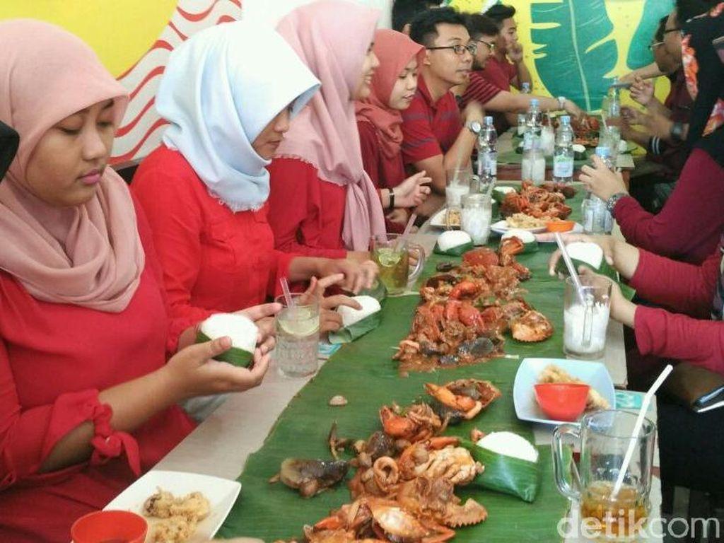 Wah! DiTraktir Detikcom Makan Kepiting Tarakan Sampai Kenyang Banget