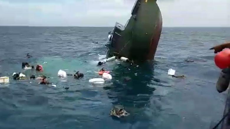 Foto: Detik-detik Kapal TNI Tenggelam di Kepulauan Seribu