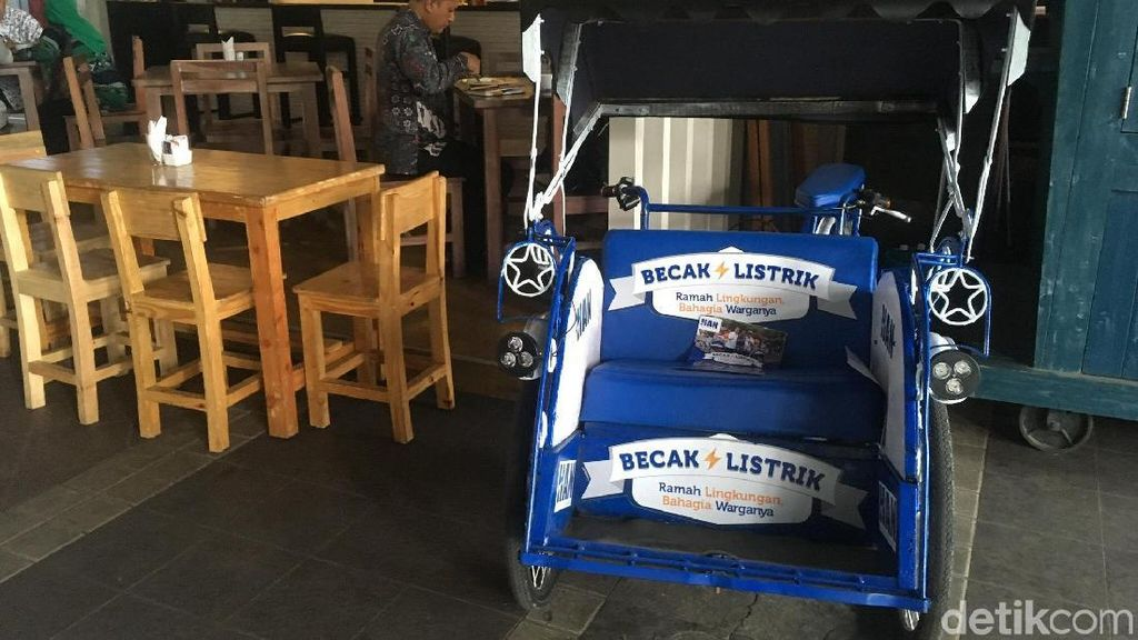 Becak Listrik Putra Amien Rais yang Mangkal di Kafe Balai Kota DKI