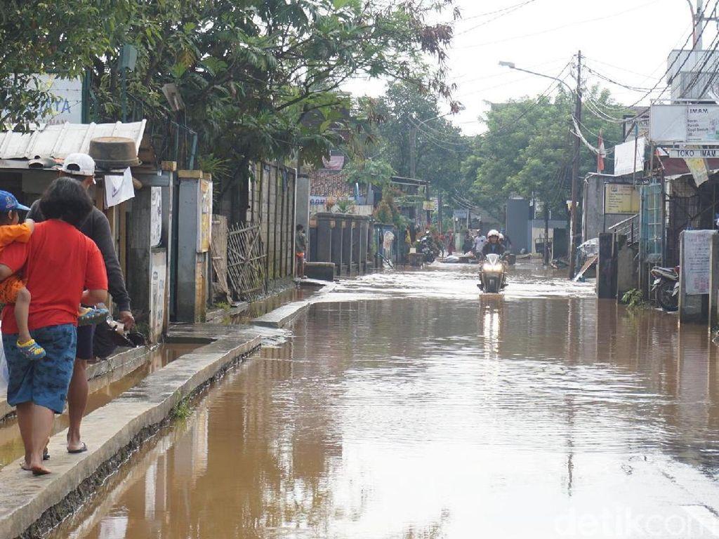 Tanggul Jebol Lagi, Jalan Cingised Bandung Terendam Banjir