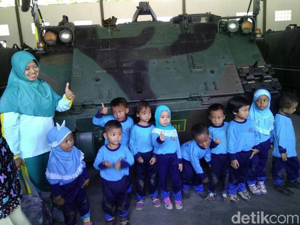 Senyum Iswandari Dampingi Anak Didik Sebelum Tewas di Kecelakaan Tank
