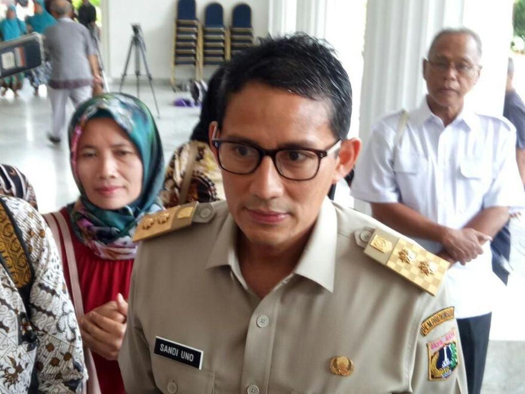 Ganjil Genap Diterapkan di Tol Bekasi, Sandiaga Tambah Armada TransJ