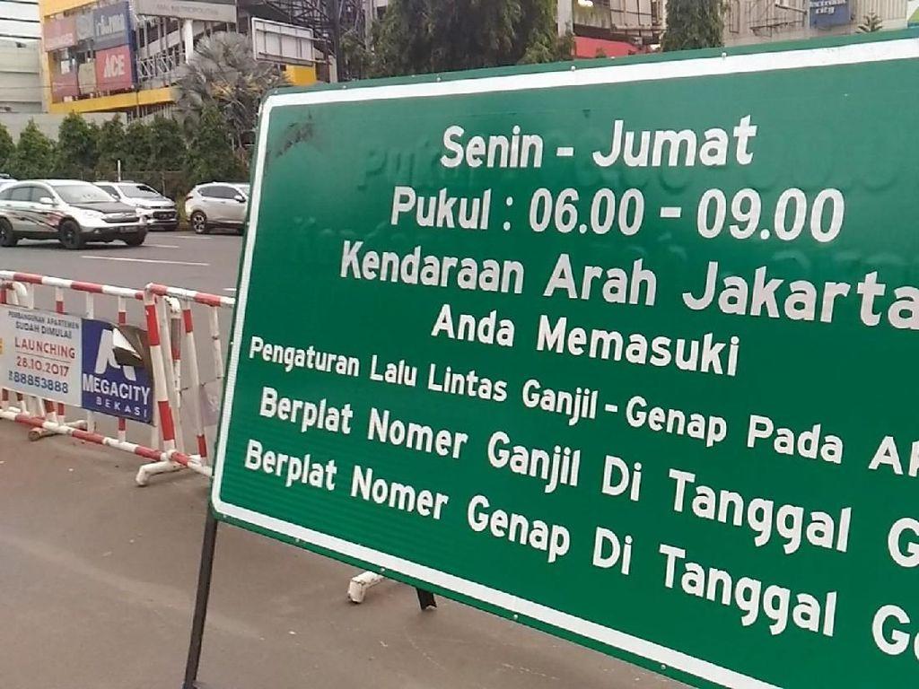 Foto: Begini Kondisi Hari Pertama Ganjil Genap di Tol Bekasi Barat