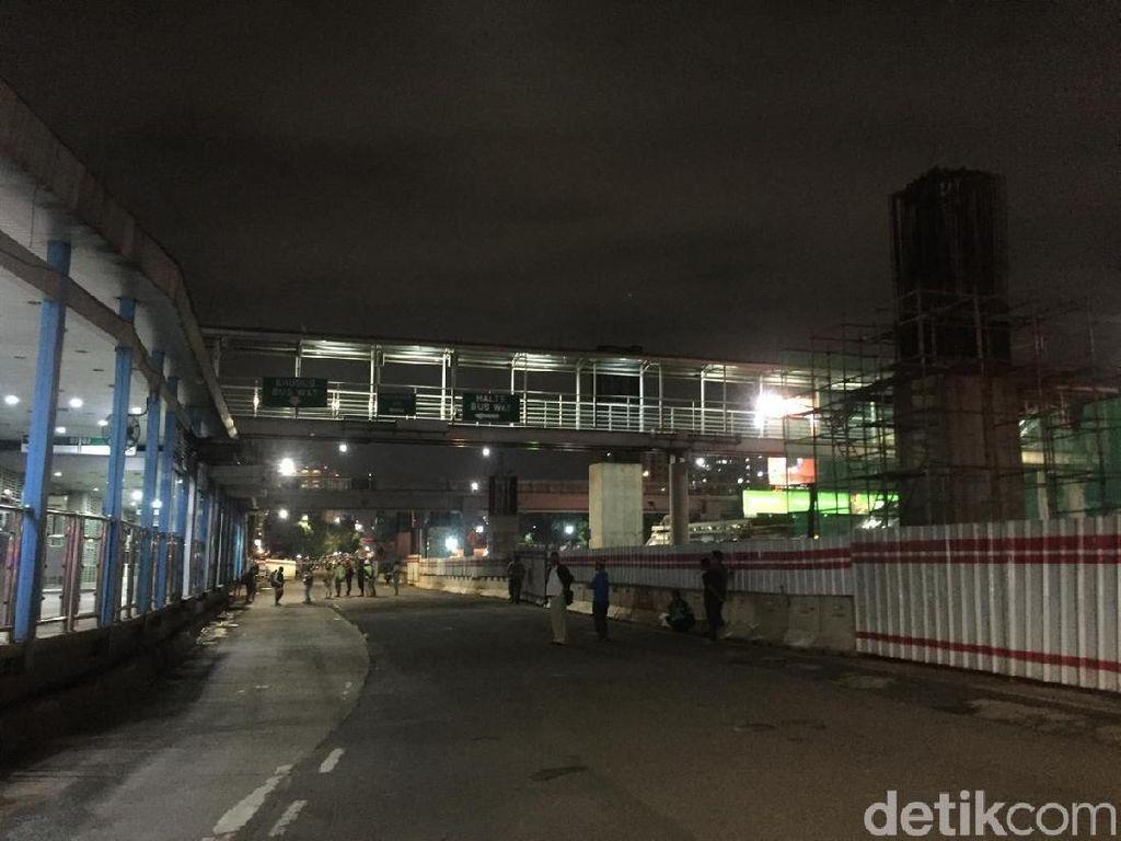 Foto: Jalan MT Haryono Depan BNN Ditutup karena Gas Diduga Bocor