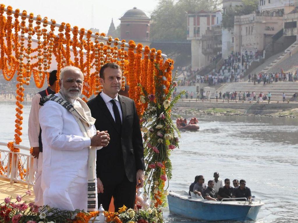 Ke India, Presiden Macron Susuri Sungai Gangga Bareng PM Modi
