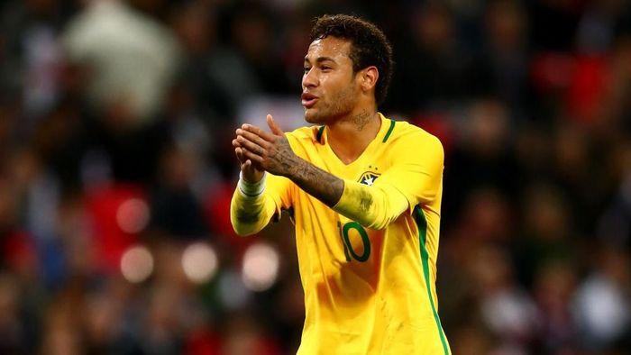 Timnas Brasil menantikan kondisi Neymar (Foto: Clive Rose/Getty Images)