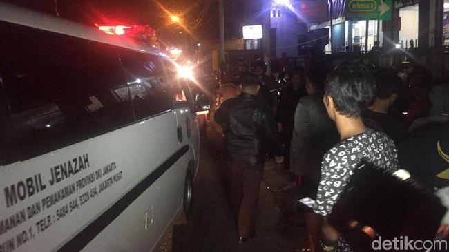Diduga Sakit, Pemotor Ditemukan Tewas di Tepi Jalan Jatinegara