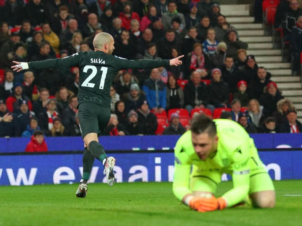 David Silva Bawa City Ungguli Stoke di Babak Pertama