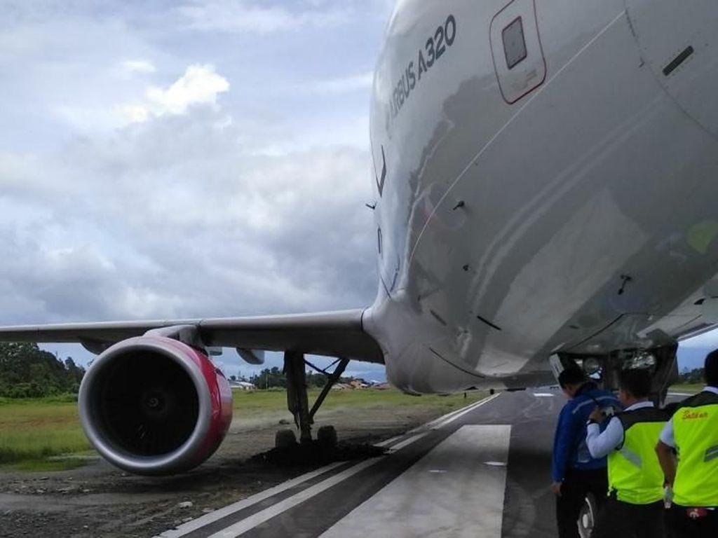 Roda Pesawat Amblas ke Pasir, Penumpang Batik Dipastikan Aman