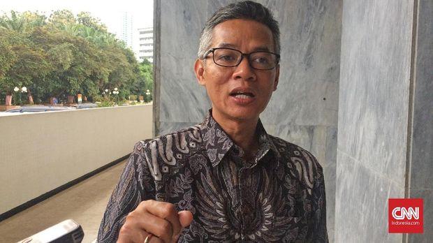 Komisioner KPU Wahyu Setiawan menyebut lembaga tak terdaftar yang mempublikasikan hasil quick count melanggar peraturan.