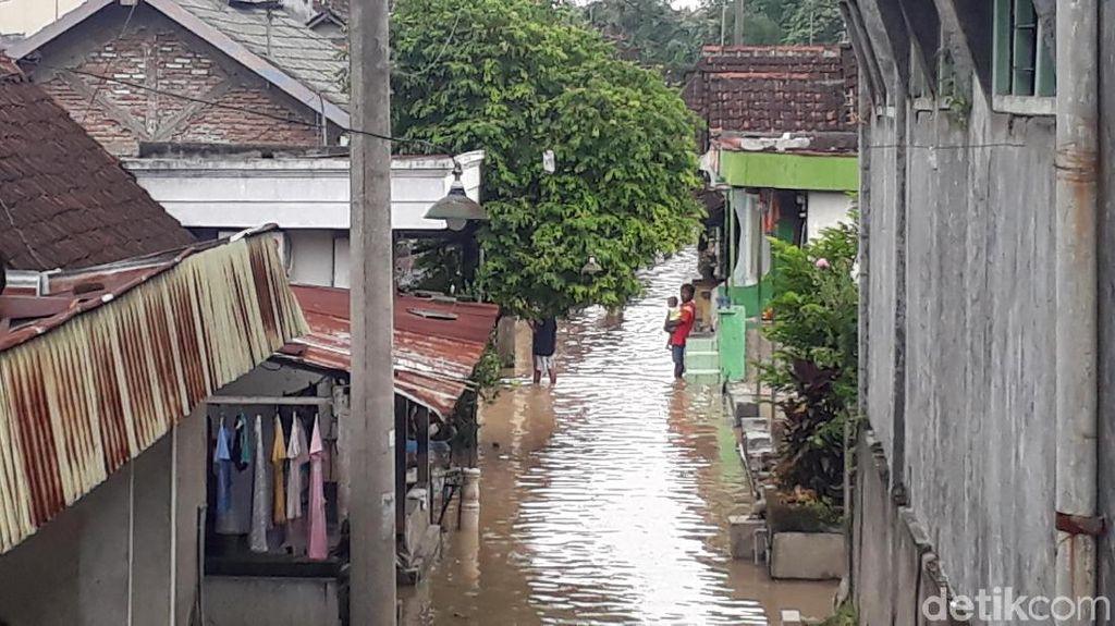 Bojonegoro Siaga Kuning Banjir, Tenda Darurat Mulai Didirikan