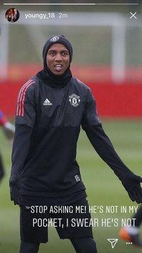 Ashley Young menyindir Mohamed Salah yang 'menghilang' saat Manchester United menang atas Liverpool