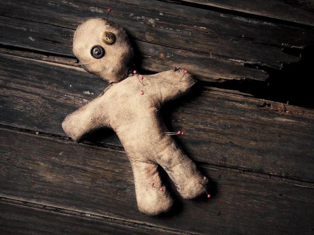 Paranormal Masuk Nakes di UU Cipta Kerja Jadi Bahasan Viral di Medsos