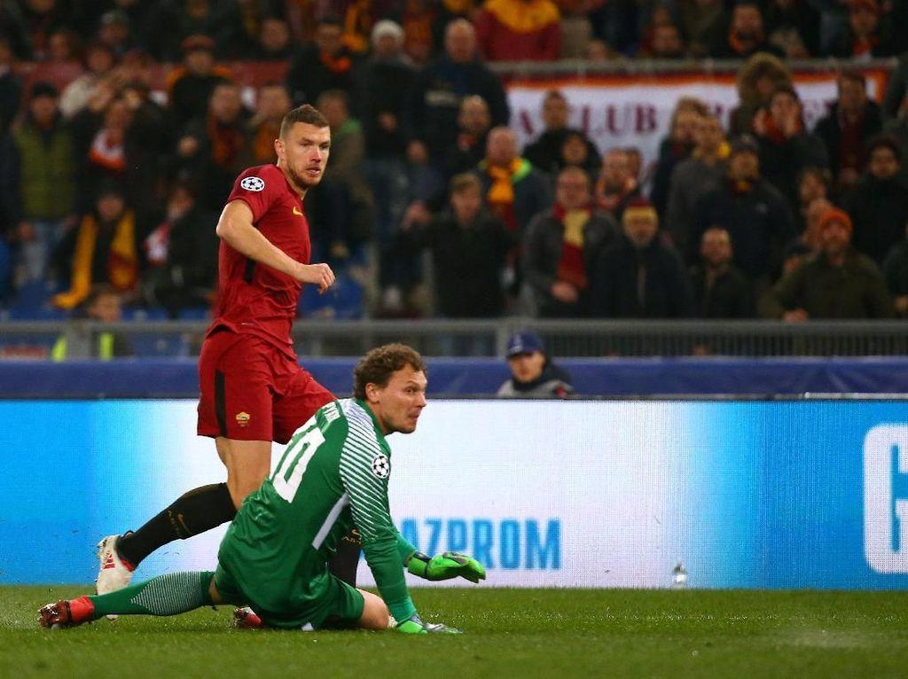 Dzeko Loloskan Roma ke Perempatfinal