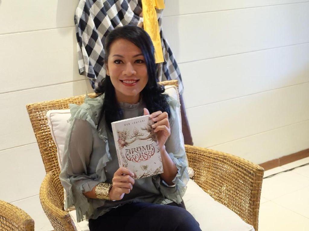 Teka Teki Proses Menulis Dee Lestari Terungkap dalam Di Balik Tirai