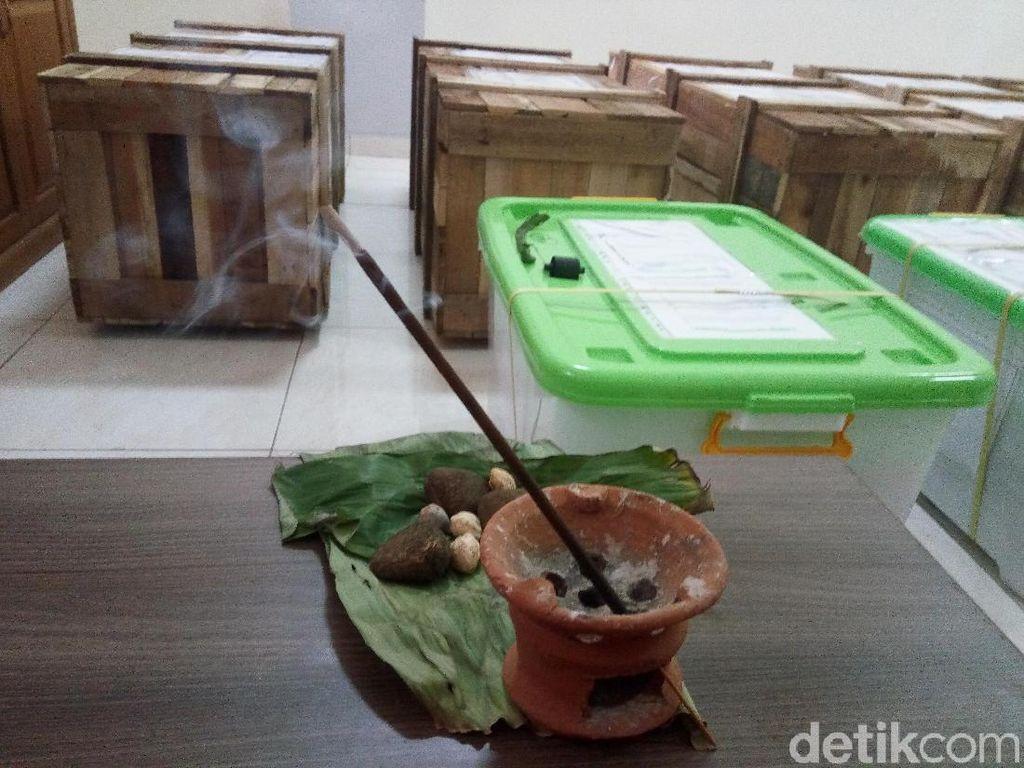 Dilengkapi Sajen, 1.211 Senjata Tradisional Dikirim ke Museum di Solo