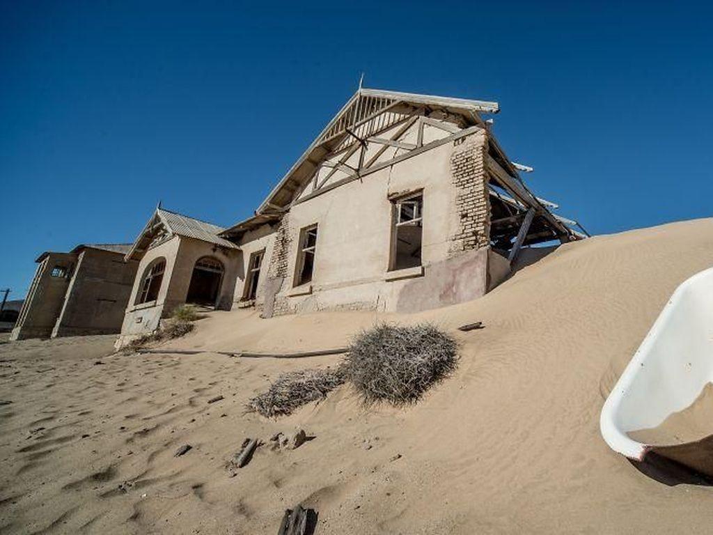 Penampakan Kota Hantu Bekas Tambang Berlian di Tengah Gurun
