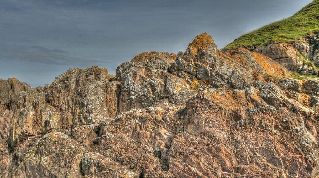 Foto: Tebing Batu Ini Rekam Sejarah Terbentuknya Bumi
