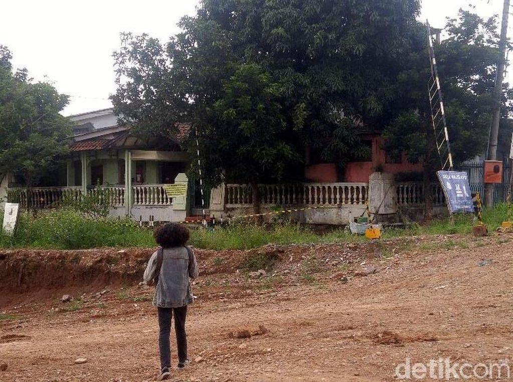 Masih Sengketa, Rumah Ini Mejeng di Tengah Tol Batang-Semarang