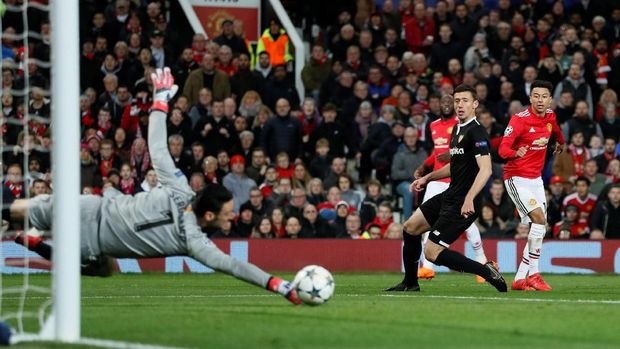 Manchester United kesulitan menembus pertahanan Sevilla.