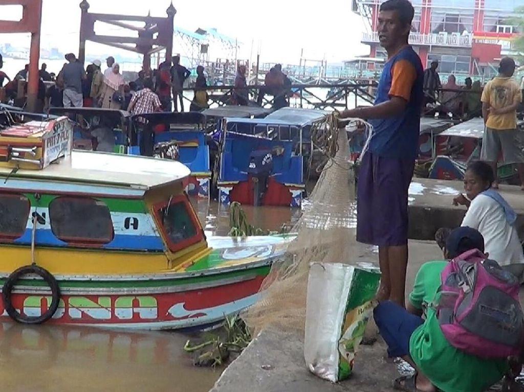 Peluh Nelayan Sungai Musi Pencari Ikan Rp 12 Ribu/Kg