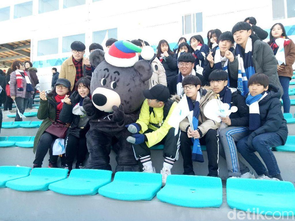 Antusiasme Penonton Menyaksikan Aksi-Aksi di Paralimpiade Musim Dingin
